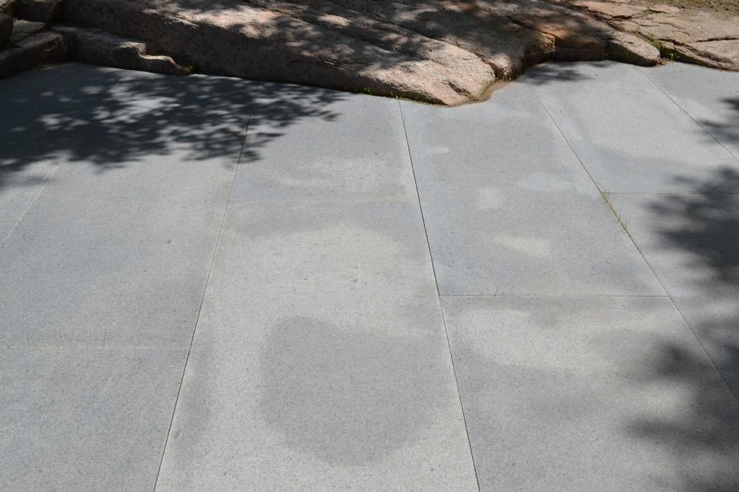 Painting Studio Sullivan granite patio and exposed ledge